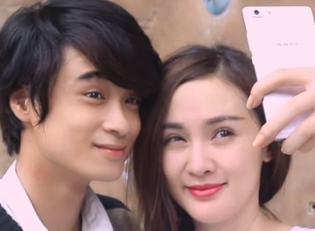 Kelly và Kang là diễn viên chính của bộ phim.