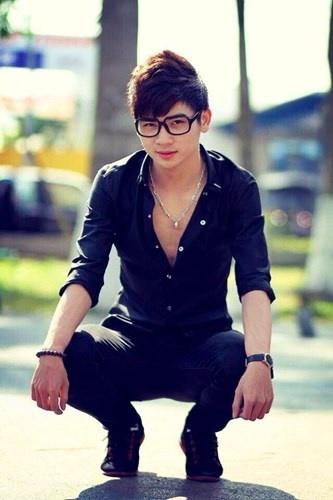 Hot boy choi the thao gioi gay sot gioi sinh vien Da Nang hinh anh 2 1