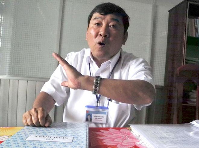 Chuyen o ngoi truong 2 nam duoi 11 hoc sinh hinh anh 1 Thầy Huỳnh Văn Nghĩa.