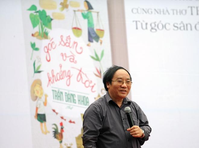 Nha tho Tran Dang Khoa: Toi mat tuoi tho tu nam len 8 hinh anh 1 Nhà thơ Trần Đăng Khoa giao lưu cùng độc giả.