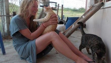 Nguoi phu nu My nhan cho meo, heo ga lam… con nuoi hinh anh 1 Chị là mẹ của những con nuôi suốt đời.