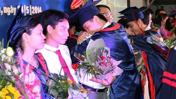 Loan thu phi cuoi nam hoc: Phu huynh keu troi hinh anh 1 Lễ trưởng thành của học sinh THPT Lê Quý Đôn, TPHCM năm 2014.