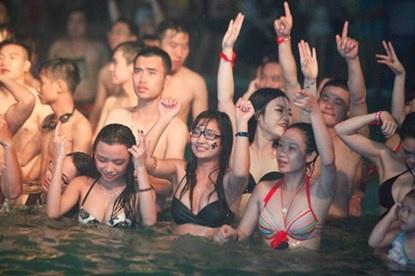 DJ Trang Moon: 'Den ho boi chang le mac so mi?' hinh anh