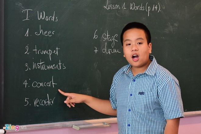 Do Nhat Nam lam tho ve bo me chat chiu tien de con di du hoc hinh anh