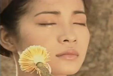 Di tim co gai minh hoa trong clip bai hat Doa hoa vo thuong hinh anh