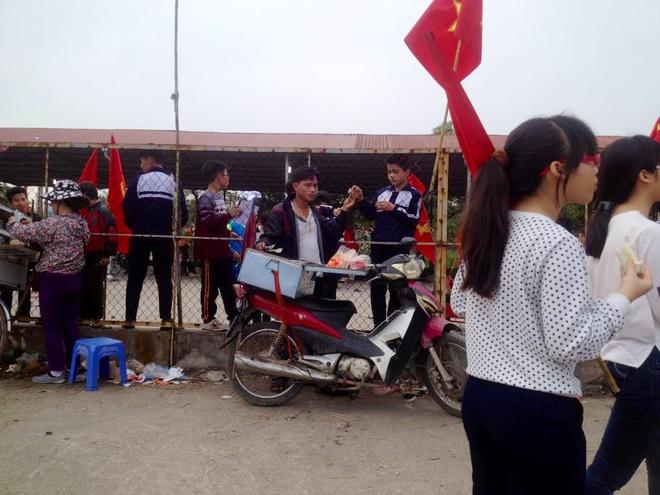 Hoc sinh Ninh Hiep duoc cho tien de nghi hoc hang loat? hinh anh 2 d
