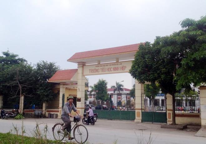 Hoc sinh Ninh Hiep duoc cho tien de nghi hoc hang loat? hinh anh 1