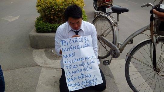 Thanh nien quy truoc cong VTV xin lam nhan vien ban hang hinh anh 1