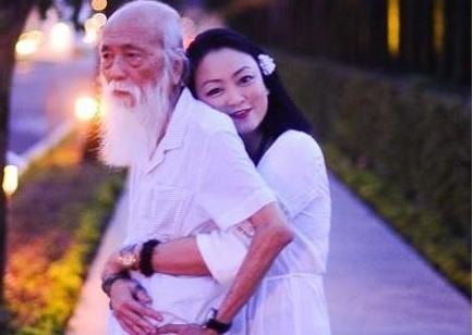 PGS Van Nhu Cuong ke ve Tet 'khong co mot xu' nam 1954 hinh anh