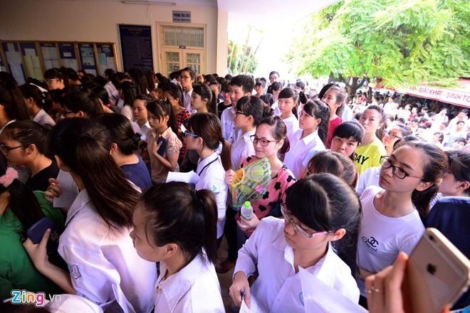 15.000 thi sinh dang ky thi vao Dai hoc Quoc gia Ha Noi hinh anh 1