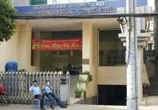 DH Hung Vuong TP HCM cham dut hop dong not 25 nguoi con lai hinh anh 1