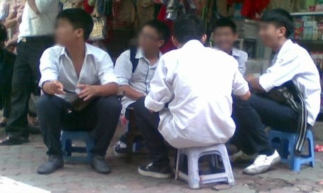 Cuoc hop 7 tieng giam nhe ky luat cho 3 hoc sinh o Thai Binh hinh anh