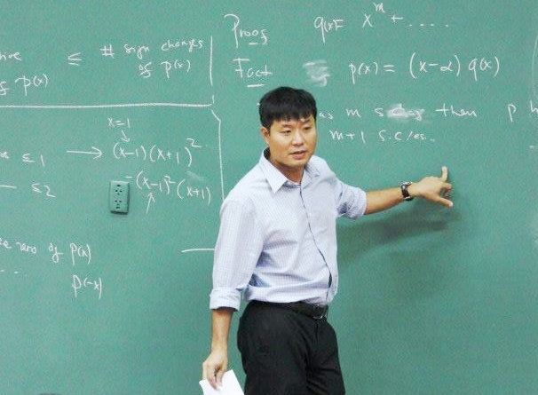 GS Vu Ha Van: Thay doi cach tuyen dung moi hut duoc nhan tai hinh anh 1