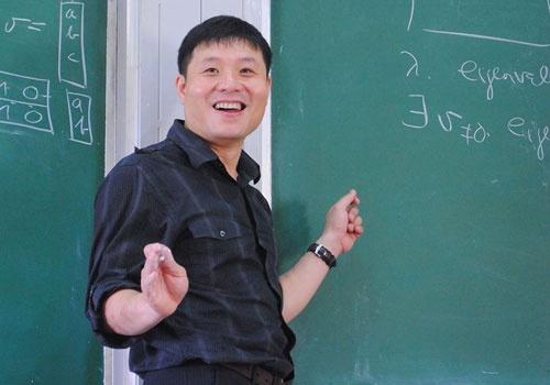 GS Vu Ha Van: Thay doi cach tuyen dung moi hut duoc nhan tai hinh anh
