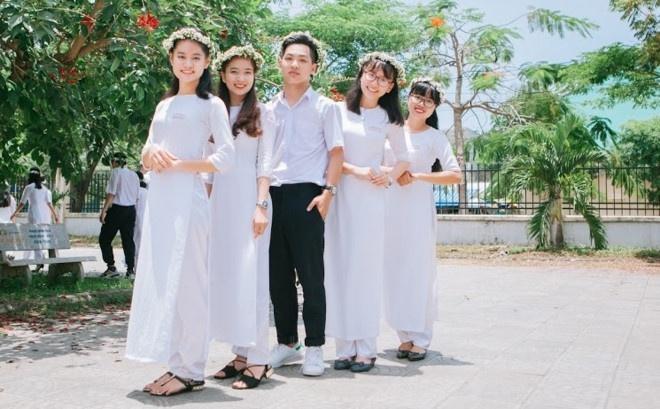 Nam sinh dat 10 diem Van: 'Em hoc gioi khong phai vi doc ngon tinh' hinh anh 1