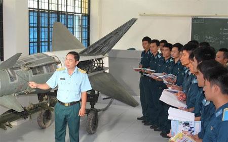 Một Giờ Học Của Học Viên Chuyên Ngành Tên Lửa Thuộc Học Viện Phòng Không -  Không Quân. Ảnh: Quân Đội Nhân Dân.