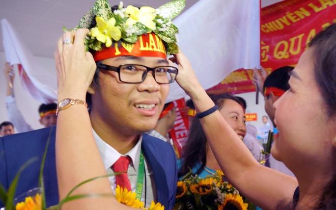 Doan Olympic Toan quoc te ve den san bay Noi Bai hinh anh