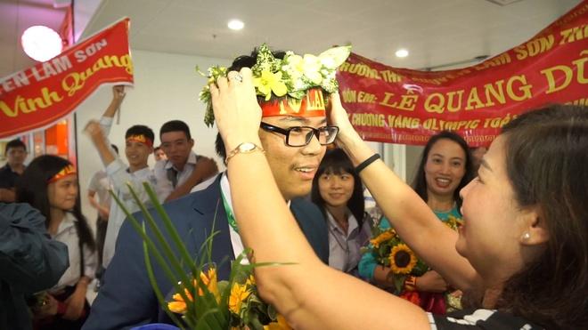 6 chang trai doat giai Olympic Toan ve den Ha Noi hinh anh
