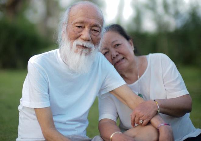 PGS Van Nhu Cuong om vo truoc khi mat va nhung ngay thanh than hinh anh