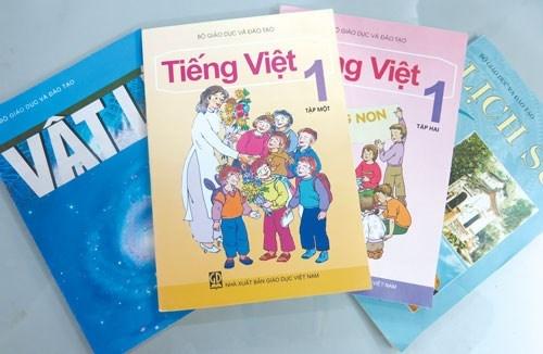 Phu huynh to sach giao khoa Tieng Viet lop 1 nhieu loi hinh anh
