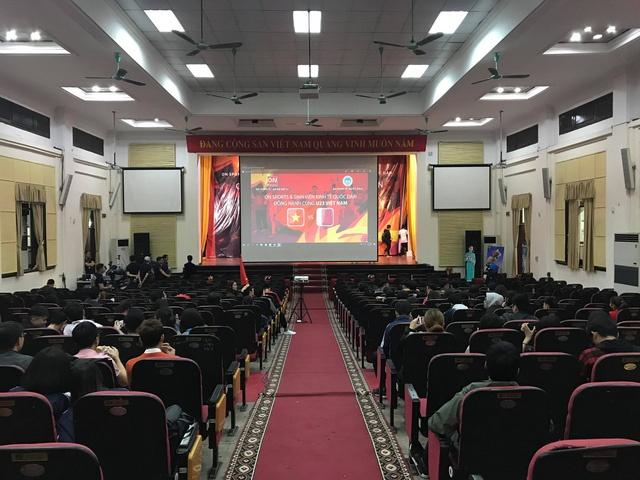 Sinh vien DH Bach khoa Ha Noi xep hang cho xem U23 Viet Nam thi dau hinh anh 5