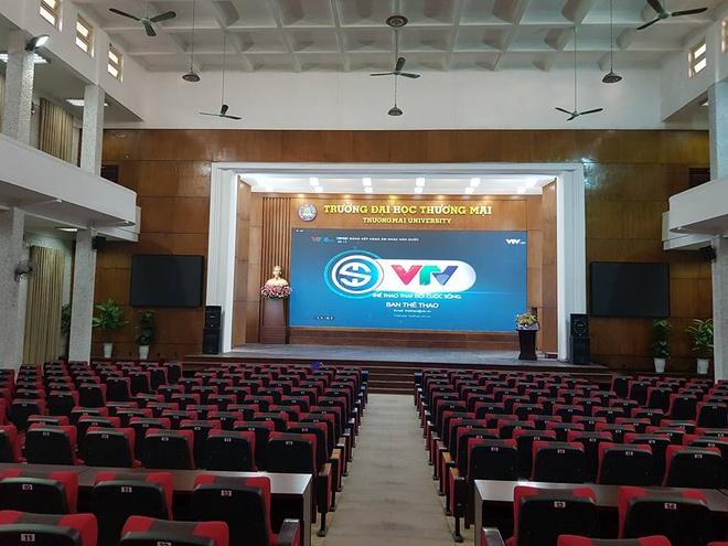 Sinh vien DH Bach khoa Ha Noi xep hang cho xem U23 Viet Nam thi dau hinh anh 3