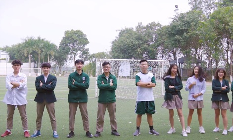 Hoc sinh Doan Thi Diem Ecopark gui loi chuc 'Viet Nam vo dich' hinh anh