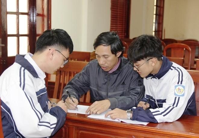 Nam sinh khong duoc cap visa sang My du thi co the bo sung ho so hinh anh 1