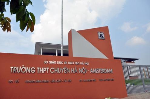 Truong chuyen Ha Noi - Amsterdam len tieng ve nu sinh to MC bao hanh hinh anh