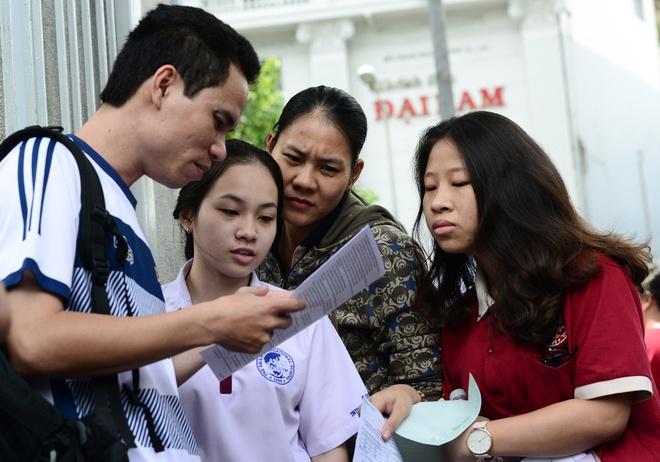 Thay Tran Manh Tung: 'Toi da khoc khi lam de thi Toan' hinh anh