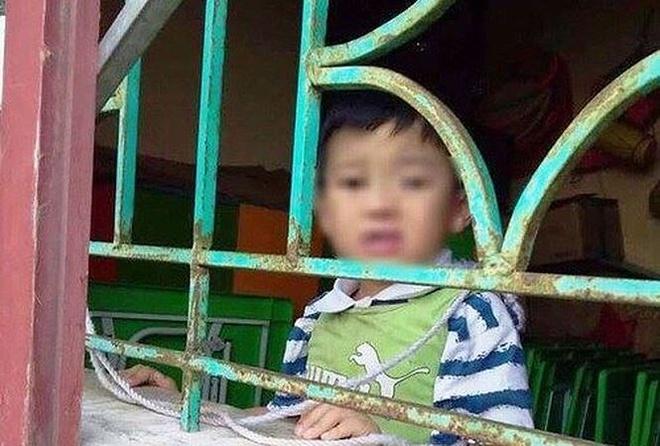 Bo tri giao vien rieng trong be trai bi buoc vao cua so o Nam Dinh hinh anh 1