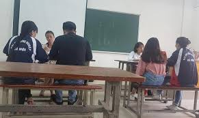 DH Cong nghiep Ha Noi ky luat can bo thu tien chong truot tieng Anh hinh anh 1