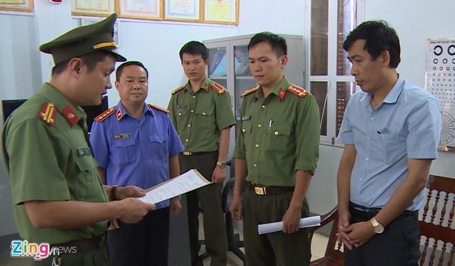 Pho giam doc So GD&DT Son La bi khoi to van di lam binh thuong hinh anh 2