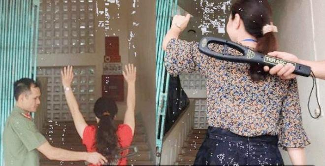Image result for Hình ảnh ghi lại cảnh nhân viên an ninh, bảo vệ đang khám xét người các cô giáo trước khi vào phòng chấm thi –