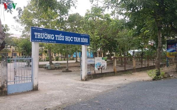 Vi sao hoc sinh lop 4 o Tien Giang khong biet doc chu nao? hinh anh 2