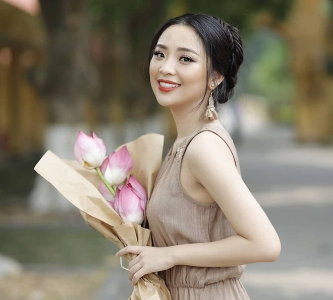 Nu sinh DH Kinh te Quoc dan la thu khoa, hoa khoi hinh anh 7