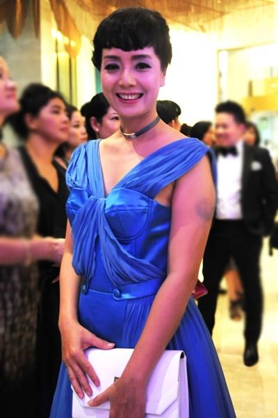 Hong Que, Hoang Thuy Linh mac 'sen' nhat tuan hinh anh 6
