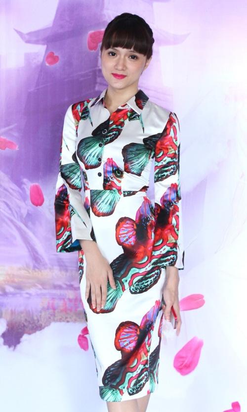 Hong Que, Hoang Thuy Linh mac 'sen' nhat tuan hinh anh 7