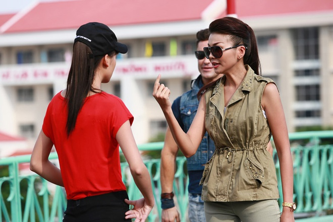 Thanh Hang mang thi sinh Next Top Model catwalk nhu di cho hinh anh