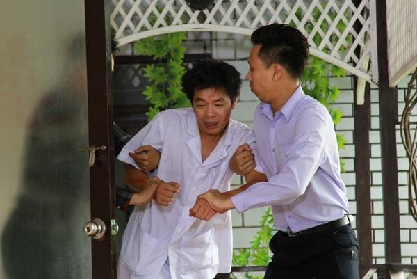 'Teo em' Thai Hoa gay roi trong... nha thuong dien hinh anh