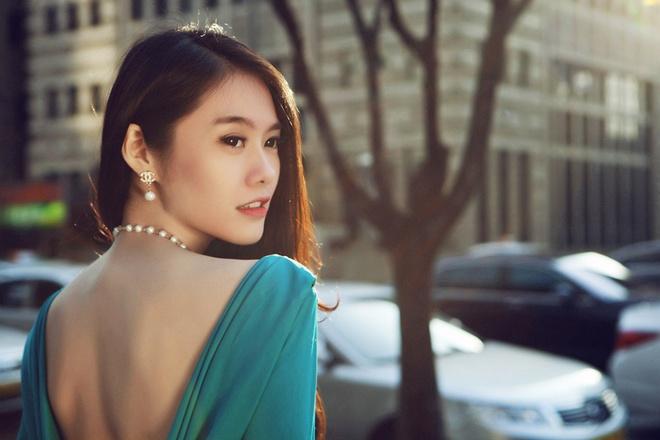 Linh Chi lung tran goi cam dao pho Seoul hinh anh