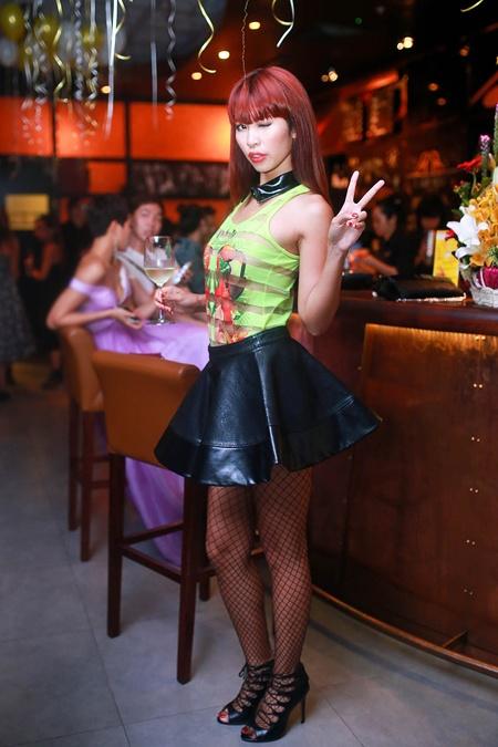 Chung Thuc Quyen mac ho phan cam lot nhom sao xau tuan qua hinh anh 9