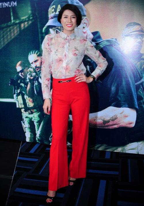 Andrea mac phan cam dung dau nhom sao xau tuan qua hinh anh 9 Mặc dù là người mẫu nhiều kinh nghiệm nhưng Trang Trần vẫn mắc lỗi không bắt nhịp xu hướng thời trang chung. Tuần qua, cô dự ra mắt phim với bộ cánh sến sẩm.