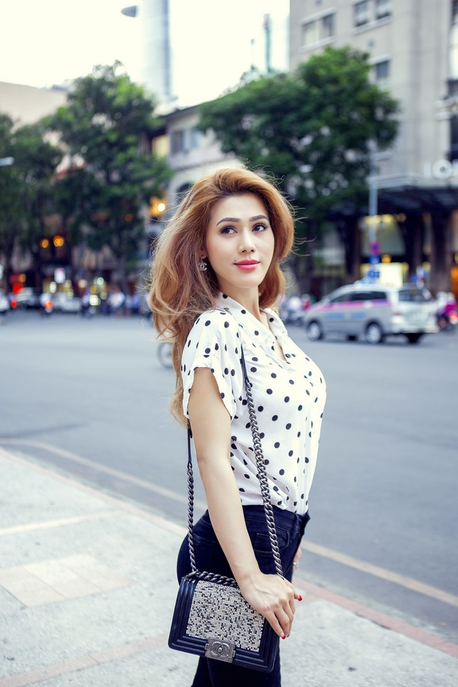 Dinh Phuong Anh xuong pho voi tui Chanel 140 trieu dong hinh anh 7
