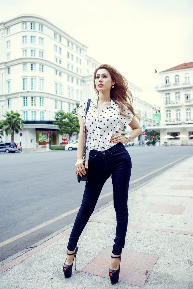 Dinh Phuong Anh xuong pho voi tui Chanel 140 trieu dong hinh anh 9