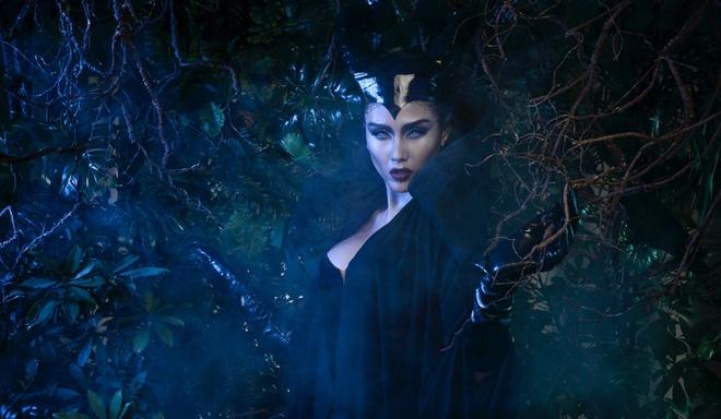 Vo Hoang Yen bat chuoc Angelina Jolie moc sung trong anh moi hinh anh 2
