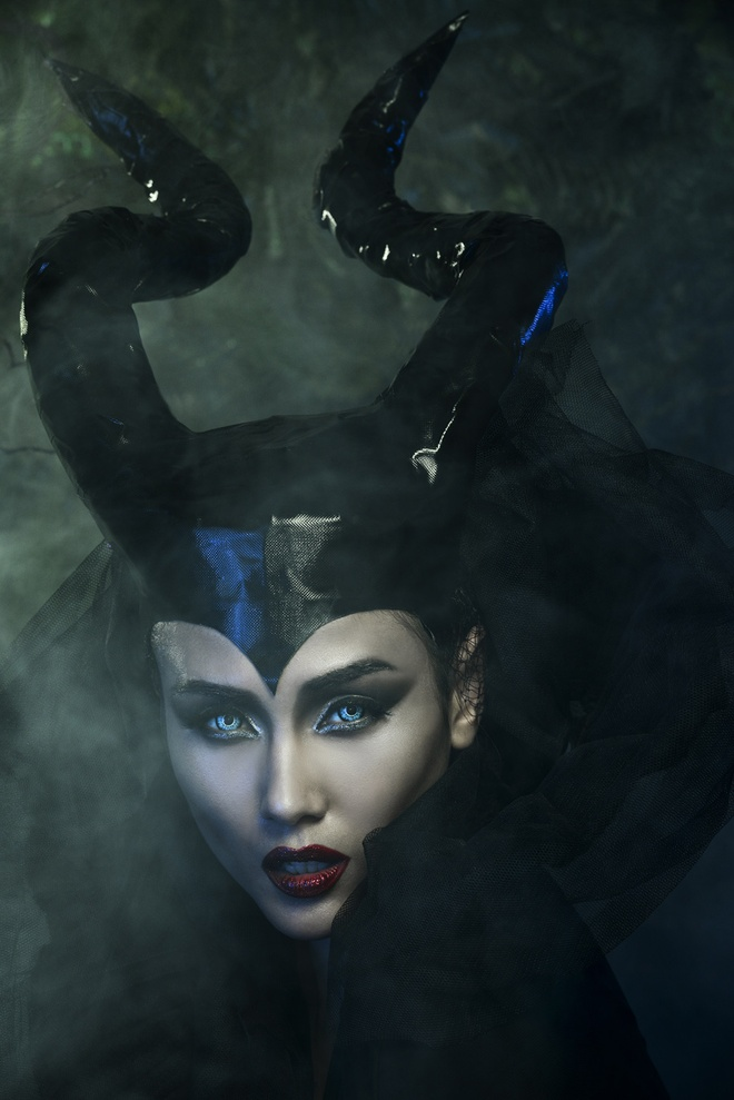 Vo Hoang Yen bat chuoc Angelina Jolie moc sung trong anh moi hinh anh 5