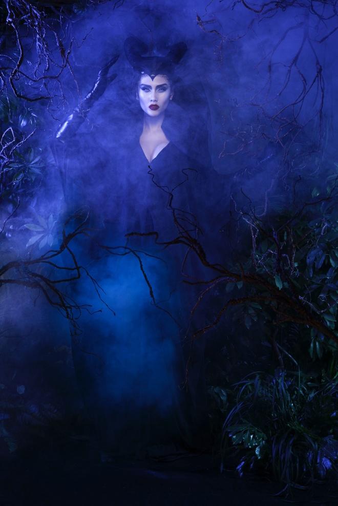 Vo Hoang Yen bat chuoc Angelina Jolie moc sung trong anh moi hinh anh 4