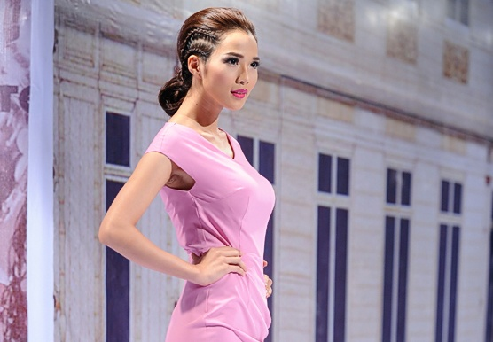 Ban gai Ung Hoang Phuc dep kieu sa tren san catwalk hinh anh