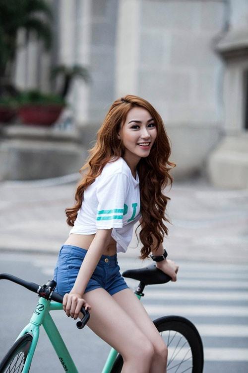My nhan Viet va phong cach thoi trang cung xe dap hinh anh 8